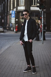 Andrejs Šemeļevs - Piazza Italia Bomber Jacket, Steve Madden Shoes - CITY STREET ARE THE REAL RUNWAYS