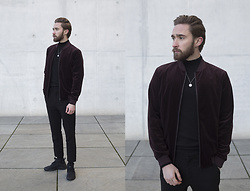 Ovidijus Maslovas - Topman Jacket, Weekday Pants, Nike Sneakers - Red velvet winter