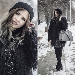 Ola Brzeska - Carrefour Beret, Chicuu Faux Black Fur, Cropp Star Printed Dress, Altercore Boots, Brytyjka.Pl Shopper Bag Grey - Faux fur