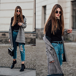 Jacky - Ray Ban Sunglasses, Zara Coat, Asos Jeans, Gucci Bag -  Plaid Coat combined with a black Turtleneck