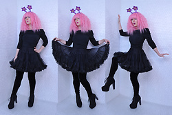 Suzi West - Party City Headband, Ebay Wig, Ann Taylor Cold Shoulder Top, Leg Avenue Crinolin, Hue Velvet Leggings, Speed Limit 98 Lita Boots - 01 January 2017