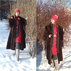 Natalyushka - Elche Valenki - Winter lady in red