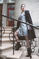Anna Puzova - Zaful Dress, Sammydress Coat, Gamiss Boots, Stuudio Nahk Bag - CHECKS AND NETS