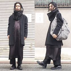 @KiD - Monochrome Minimal Snood, Ch. No Collard Coat, Comme Des Garçons Staff Shirts Coat, Comme Des Garçons Wide Pants, Emerald Thirteen Circle Bag, Dr. Martens 3hole Boots - JapaneseTrash295