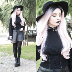 Federica D - Shein Fake Corset Top, Romwe Fedora Black Hat, Romwe Ring Fake Leather Choker, Romwe Fake Leather Skirt - Corset