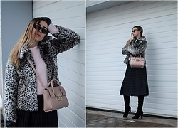 Elena Klimashevskaya - Furla Metropolis M Tote - Faux Fur Coat - Hot or Not!?