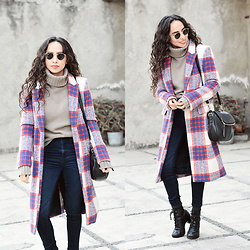 Attalia DASBEL - Zara Plaid Coat, American Eagle Outfitters Jeans, Bershka Sweater, Steve Madden Boots - WINTER COAT