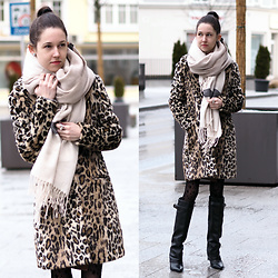 Claire H - H&M Coat - It-Piece: Leo-coat