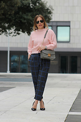Eniwhere Fashion - Zara Pink Sweater, Studio3 Check Pants, Zara Black Pumps, Furla Metropolis Bag - How to wear a check pants