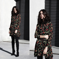 CLAUDIA Holynights - In The Style Floral Dress, In The Sryle Over Knee Boots - Floral dress