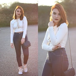 Carina Gonçalves - Lovelywholesale Crop Top, Pull & Bear Jeans, Puma Sneakers - You hold me down and I protect you with my life