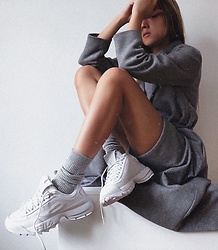 Da Li - Fila Sneakers, Uniqlo Socks - Grey mood 🌚