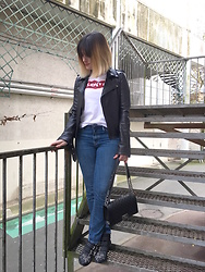 The laid-back girl Léa - Maje Jacket, Levi's® Tee, Levi's® Jeans, Chanel Boy Bag, Chloé Boots - Rock details
