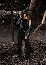 Maria Dius - Local Vintage Shop Leather Jacket, H&M Crop Top Turtle Neck, Fossil Leather Belt, Local Vintage Shop Lycra Striped High Waisted Pants, Zara Zipper High Heel Boots, Fossil Vintage Sunglasses - Vintage Multi-Textured All Black Vibes