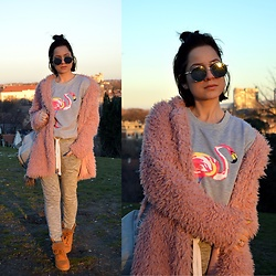 Marija M. - Zaful Flamingo Sweatshirt, Lightinthebox Pink Teddy Bear Coat, Terranova Grey Sweatpants, Timberland Yellow Boots - Be a flamingo in a flock of pigeons