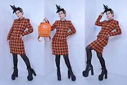 Suzi West - Michael's Witch Hat Fascinator, The Closet Animal Bone Earrings, Privilegio Vintage Suit, Fjallraven Kanken Mini Backpack, Target Spider Web Tights, Unif Salem Boots - 29 October 2017