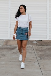 Shann V - Ropa Essentials Plain Tee, Embroidered, Asos Trainers - Embroidered Denim Skirt