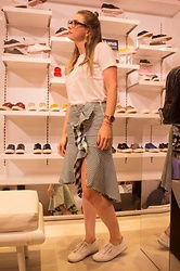 Marcela Perez - Superga Sneakers, Zara Skirt, Stradivarius Top - Superga look