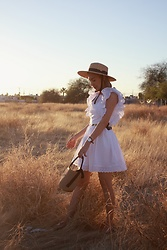 Diana Fontes - Timex Wathc, Lackofcolors Hat, Romwe Straw Bag - The white inspo