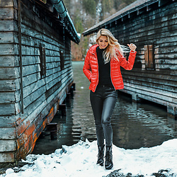 Vera Hutterer - Zabaione Red Jacket, Guess Black Sweater, Burberry Black Wax Coated Jeans, Tommy Hilfiger Black Ankle Boots - King's Lake Look | la-blonde.com