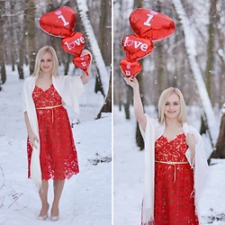 Natalia Piatczyc - Zaful Red Lace Strap Dress, Deichmann Gold High Heels - Valentine's look | lace dress