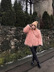 Liva Bambale - Asos Black Boots, H&M Faux Leather Jeans, H&M Faux Fur Coat, Zara Fluffy Hat - Fluffy bear