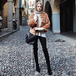 Dasha - H&M Pullover, Silvianheach Fur Coat, Tezenis Leggings, Lamica High Boots, Hugo Boss Bag - Elegant