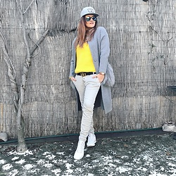 Jane Bond - Reebok Sneakers, Gucci Belt, Rayban Aviators, Vans Cap - Grey is great