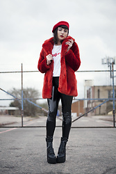 Amy Souter - Boohoo Jadore Slogan T Shirt, H&M Red Faux Fur Coat, Pull & Bear Black Vinyl Pants, Lamoda Platform Power Trip Boots, Amazon Red Beret - J'adore
