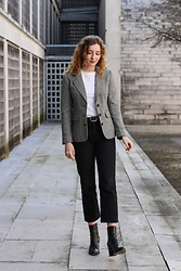 Summer R - Rokit London Vintage Blazer Via, And Other Stories Plain White Cotton Tee, And Other Stories Black Cropped Flare Jeans - The Vintage Blazer