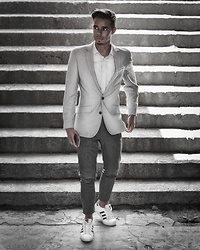 Edgar - Asos Gray Suit Blazer, Primark Gray Suit Trousers, Asos White Shirt, Daniel Wellington Black Leather Watch, Adidas White Superstar Sneakers - VALENTINE'S DAY