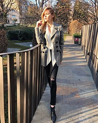 Anastasiia Masiutkina - Flow The Label Jacket, H&M Jeans, Massimo Dutti Shoes - Waiting for the spring