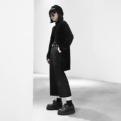 Michelle K - Underground England Wulfrun Double Sole Creepers, Stradivarius Flare Culottes, Reclaimed Vintage Velvet Cardigan, Topshop Rivet Belt - Better Alone