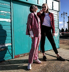 Steffy&Elina - Nasty Gal Suit, Urban Outfitters Shirt, Pull&Bear Shirt, Reebok Shoes, Blog - Friends For A Lifetime