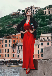 Wiktoria Celmer - Karl Lagerfeld Bomber Jacket, H&M Red Dress - PORTOFINO