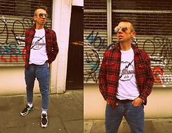 Trzy Hoo - Levi's® Long Sleeve Graphic T Shirt Lightning White, Levi's® 501® Skinny Jeans Rolling Dice, Levi's® Red Checked Shirt, Nike Sneakers, Charity Shop Vintage Sunglasses, Levi's® 120sf Regular Cut Socks, Levi's® Rock N Roll Double Stud Belt - Check'in neighborhoods