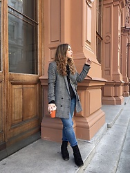 Liva Bambale - Asos Black Boots, H&M Checked Blazer, H&M Blue Jeans - Coffee break
