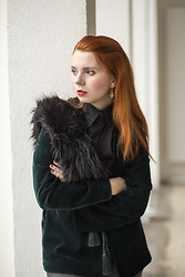 Catherine Black - Tom Taylor Black Shirt, H&M Green Velvet Jacket, Tally Weijl Faux Fur, Sisley Jeans - The Green