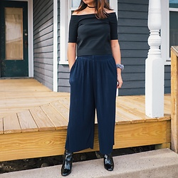 Ryda Sundila - Uniqlo Navy Wide Leg Pants, Urban Outfitters Off The Shoulder Top, Aldo Patent Black Booties, Urban Outfitters Glitter Choker, Forever 21 90s Scrunchie - Foxy Boxy