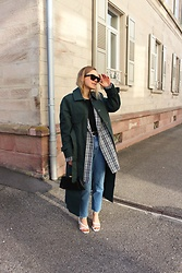 Anna Borisovna - Asos Trenchcoat, H&M Jeans, Mango Shoes, Zara Blazer, Céline Sunglasses - The Green Trench
