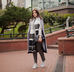 Viktoriya Sener - Shein Cape - MONDAY IN GREY