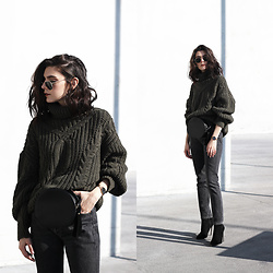 CLAUDIA Holynights - Missy Empire Sweater - Army green and black