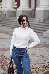 Cvetina Cekova - Massimo Dutti Sweater, Forever 21 Mom Jeans - Sweater Weather