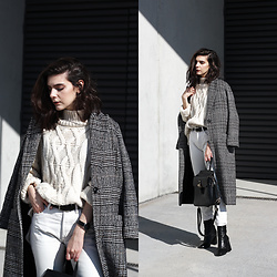 CLAUDIA Holynights - Chic Wish Chunky Sweater, Metisu Coat, Vipshop Bag - Off white and plaid