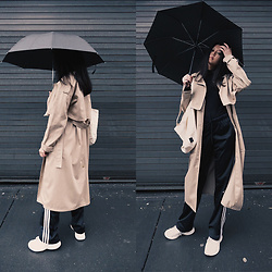 Aliya A - Somemoment Trench Coat, New Balance Sneakers, Adidas Pants - Trench Coat Season