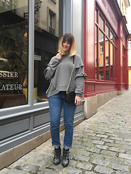 The laid-back girl Léa - Mango Ruffle Sweater, Sézane Bag, Levi's® Jeans, Chloé Boots - Ruffle sweater