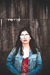 Agustina Torti - Forever 21 Clear Aviator Glasses, Levi's® Levi's Trucker Denim Jacket, Forever 21 Red Lace Bodysuit - Presque fini