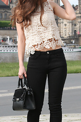 Carmen Schubert - Zara Beige Crochet Top, Zara Black Jeans, Orsay Black Bag - Crochet Top