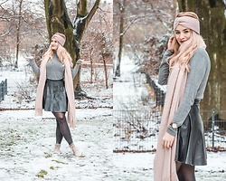 Vivien S. - Petit Bateau Grey Turtleneck, Zara Leather Skirt, H&M Scarf, H&M Headband, Tamaris Boots - Snowy Pastel Look