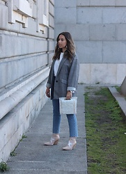 Claudia Villanueva - Zara Blazer, Zara Sweater, Bershka Jeans, Zara Bag, Jeffrey Campbell Shoes Boots - In Trend: Box Bags